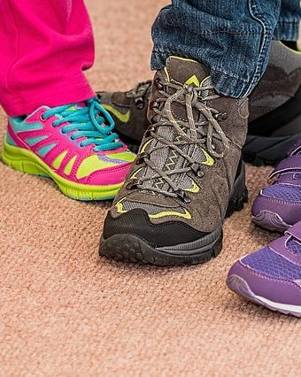 teaching children to tie their shoes
