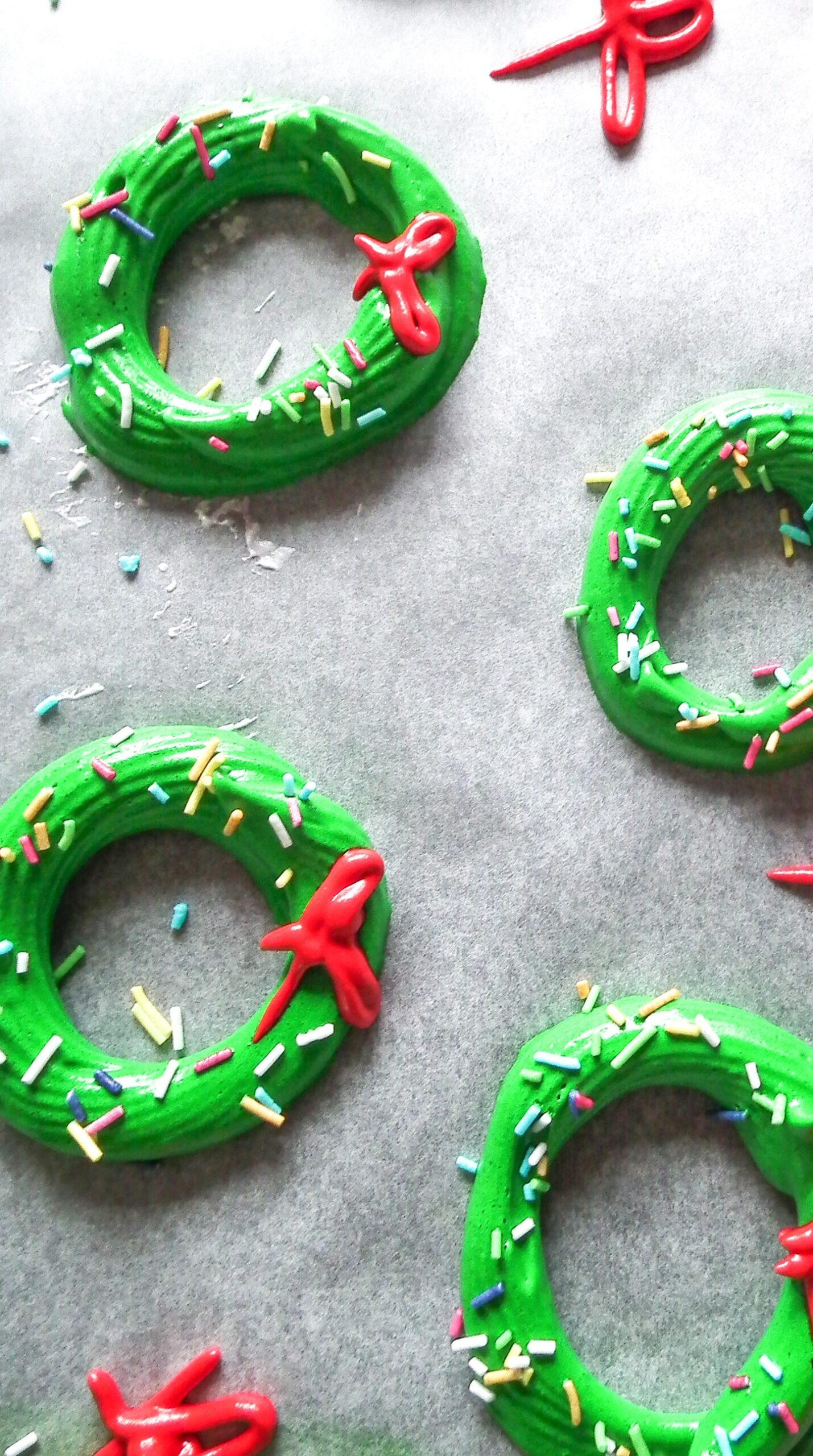 Christmas tree meringue cookies